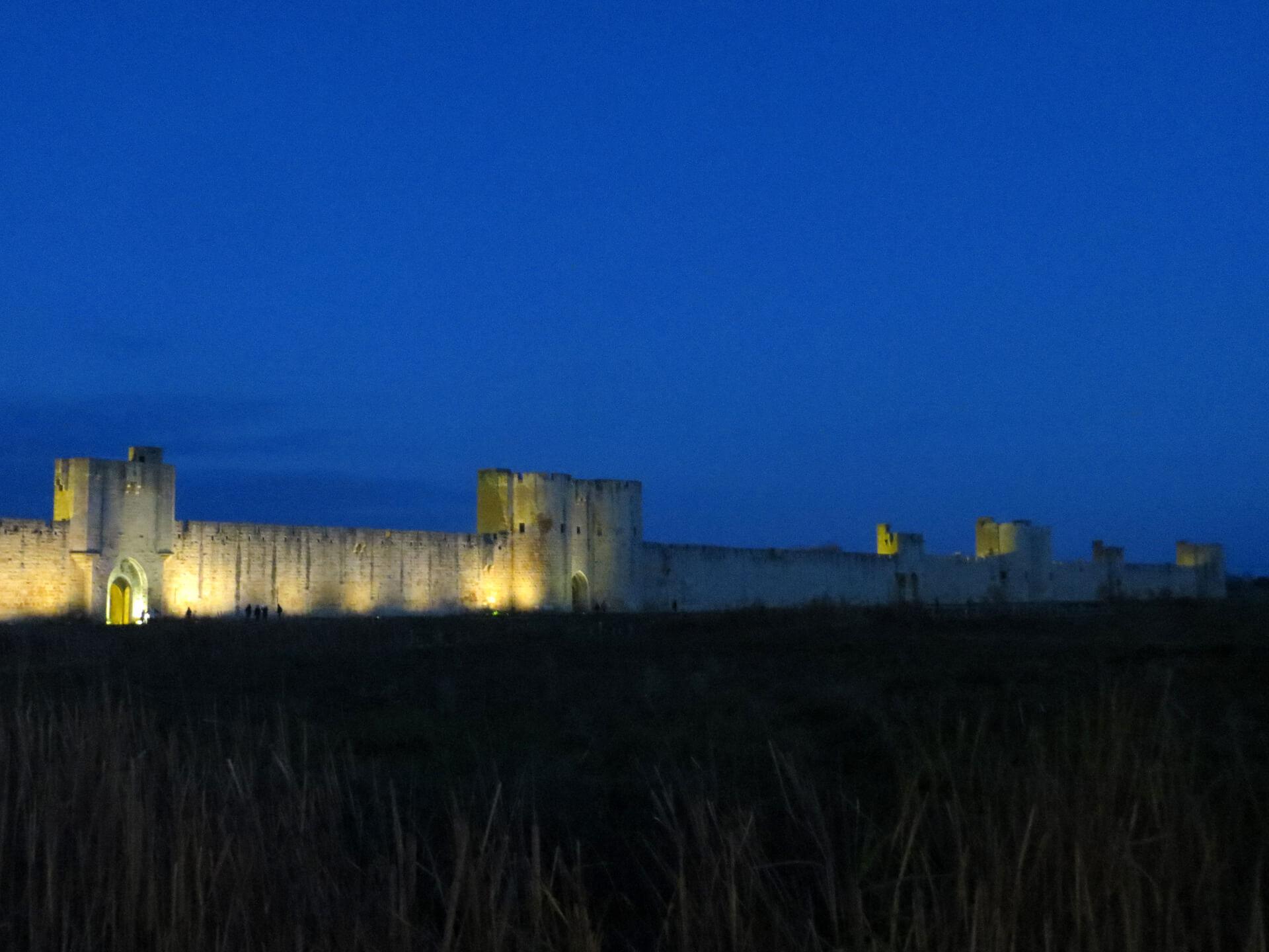 Aigues-Mortes de nuit proche du Domaine de Christin