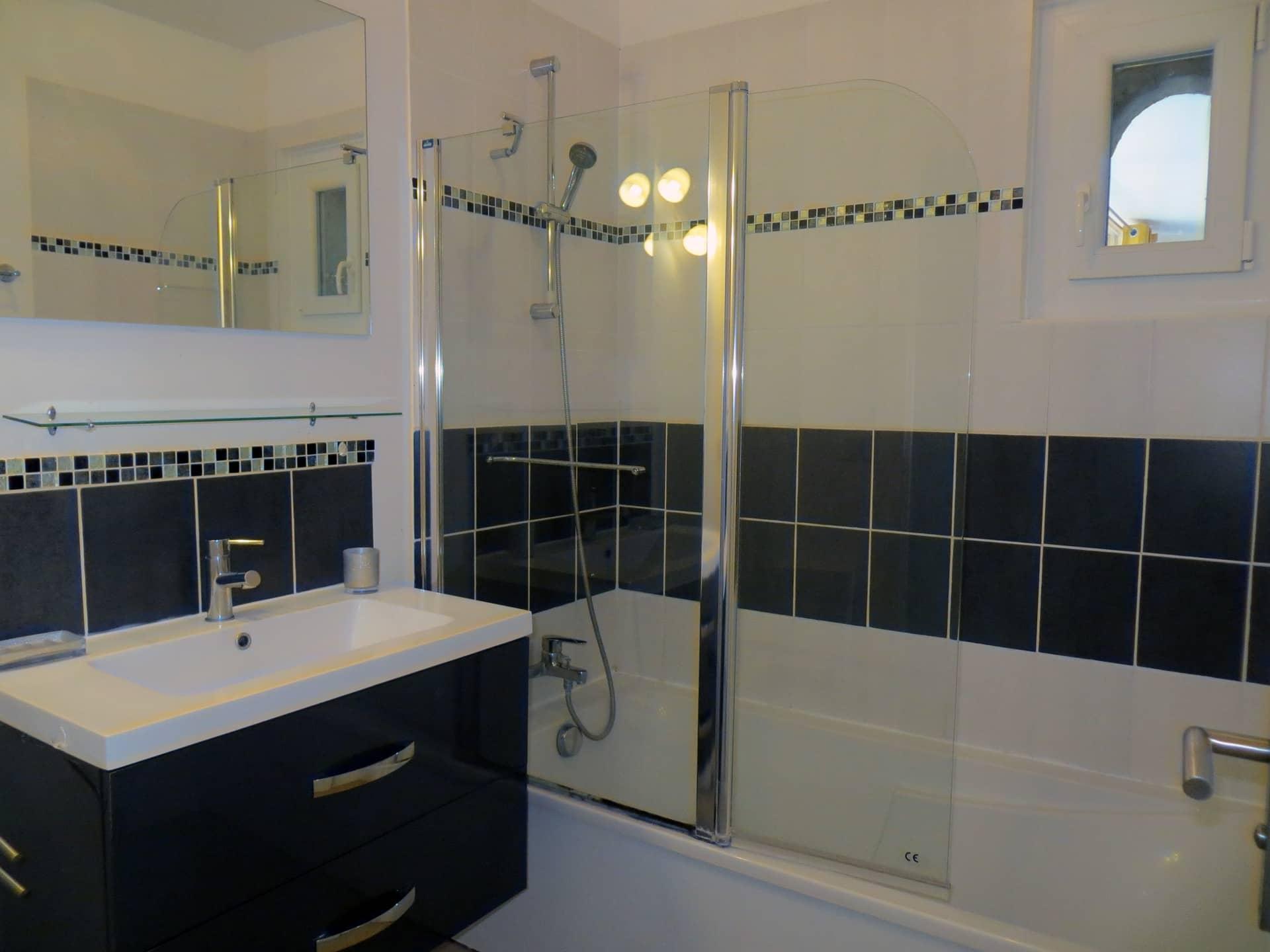 Salle de bain gîte Les Oliviers Domaine de Christin