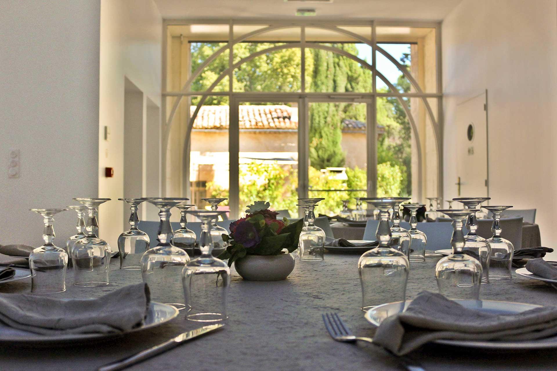 Table dressée réception Domaine de Christin